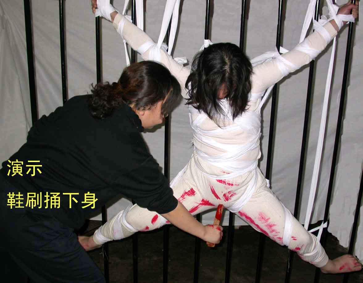 Сексуальное издевательство над японкой 12 фотография
